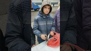 Снято на телефон   12 летний помощник Саша, м-н «Октябрский»   #Пищажизни Донецк