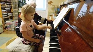 Ярослава Лемешкина, 3 года. Две ноты под лигой (открытый урок)