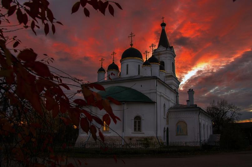 Закат в районе Белой троицы  фото: Валерий Комаров