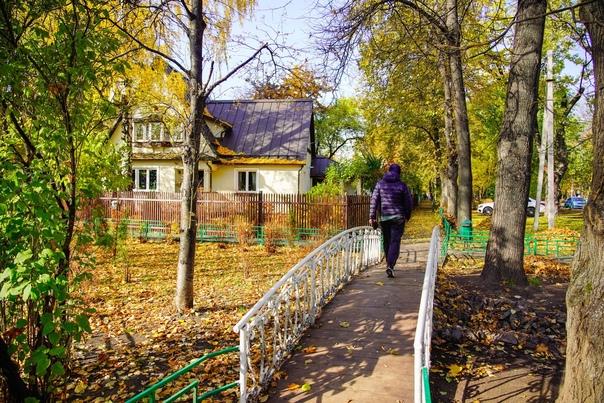 Где лучшие осенние пейзажи? В московском поселке Сокол! 🍂...