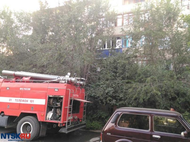 9-летний ребёнок выпрыгнул из горящей квартиры на растянутое одеяло в Новотроицке