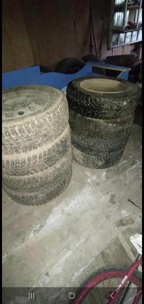 Продаётся 2 зимних комплектов колёс размер R14 и 1...