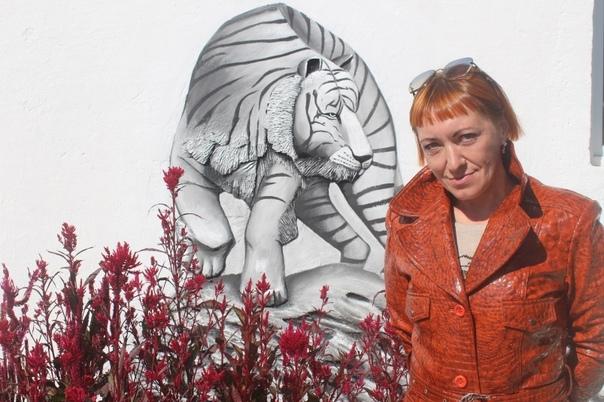 Тигра на стене в технике барельеф сделала осужденн...