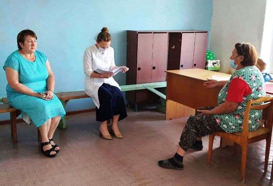 Жителям села Таволожка рассказали о ходе вакцинации против коронавируса